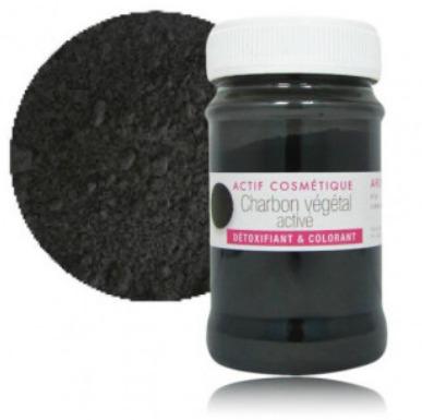 Blanchir ses dents naturellement avec le charbon végétal activé