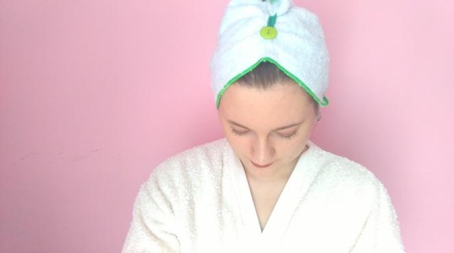 Fibao-serviette-cheveux-bambou-microfibre-qui-tient-sur-la-tete